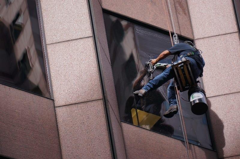 worker-3451345_1920